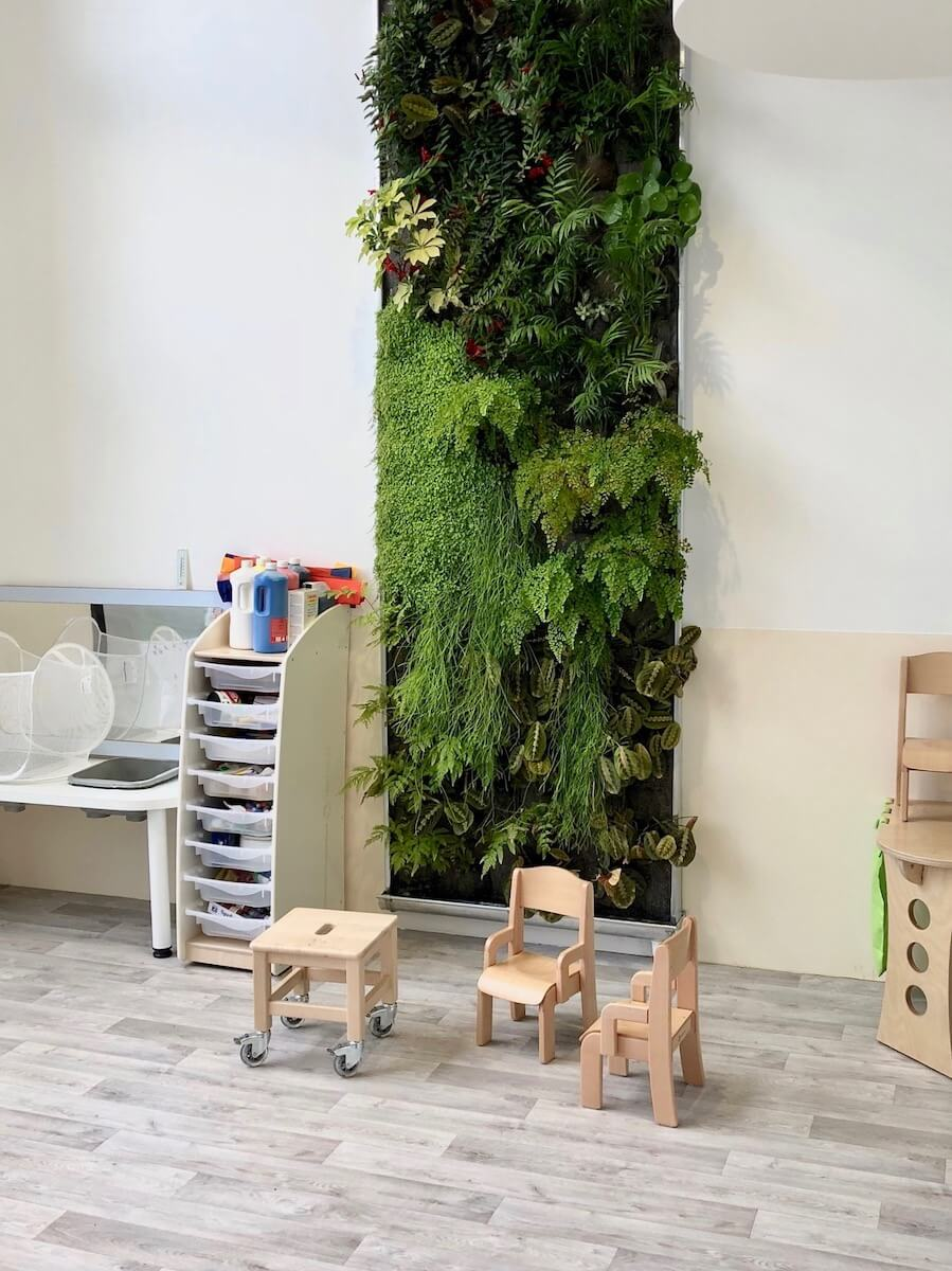Jardin vertical dans une crèche de People and Baby