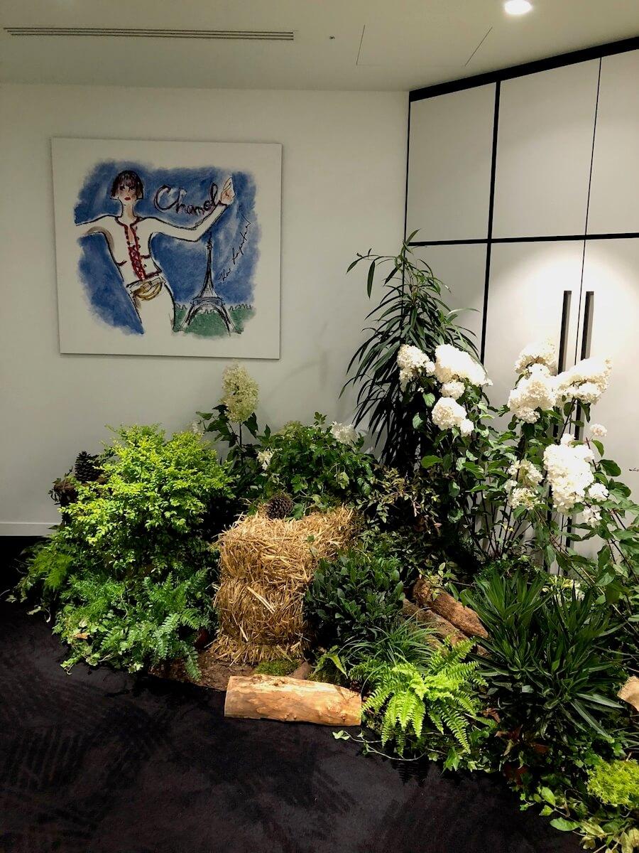 ilot végétal dans une couloir des locaux de Chanel
