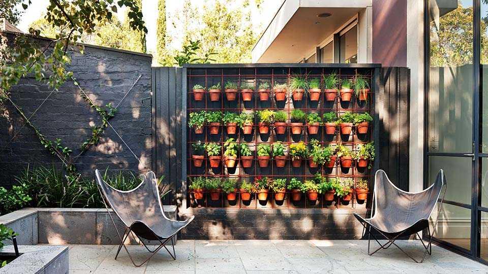 jardin vertical en pot sur une terrasse