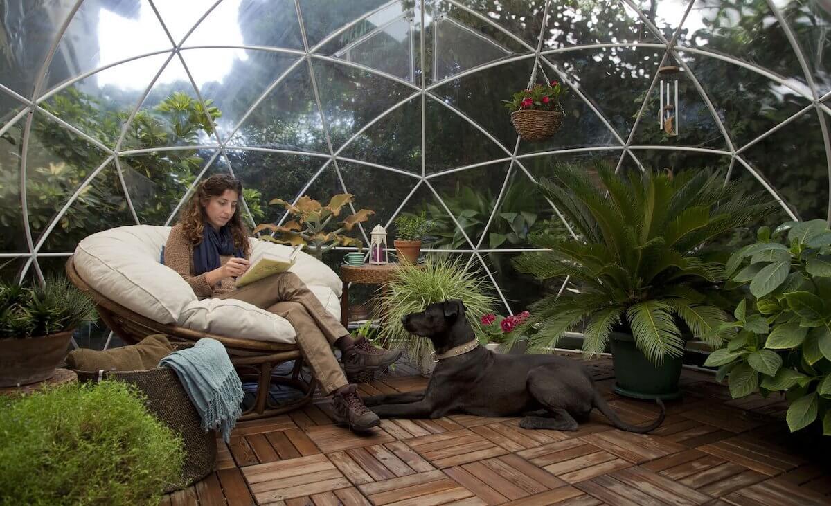 un jardin d'hiver en forme d'iglou