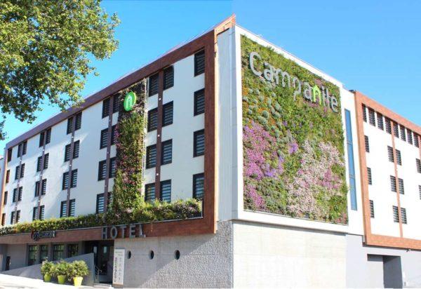 mur végétal à l'hotel