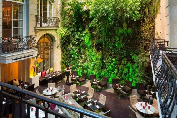 hotel avec un mur végétal